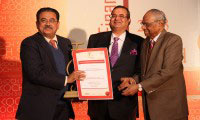 Mr M G George Muthoot receiving the SKOCH Financial Inclusion Award 2013 from Mr Sameer Kochhar and Dr C Rangarajan